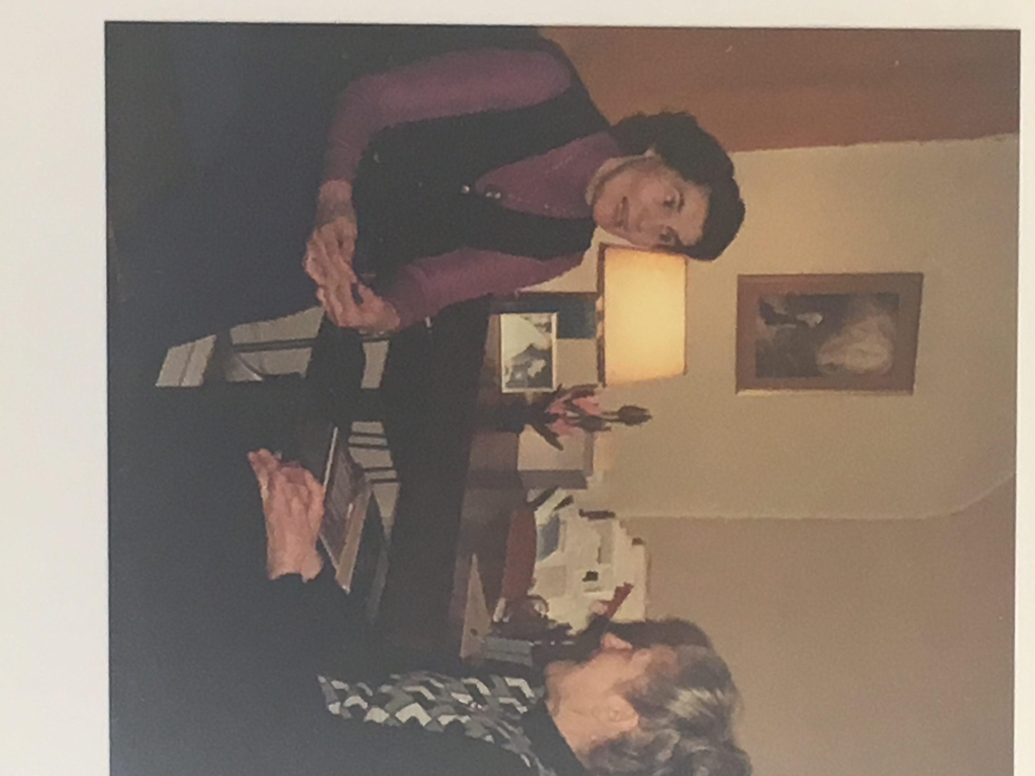 Veronica en haar medewerkster Yvette Dubois